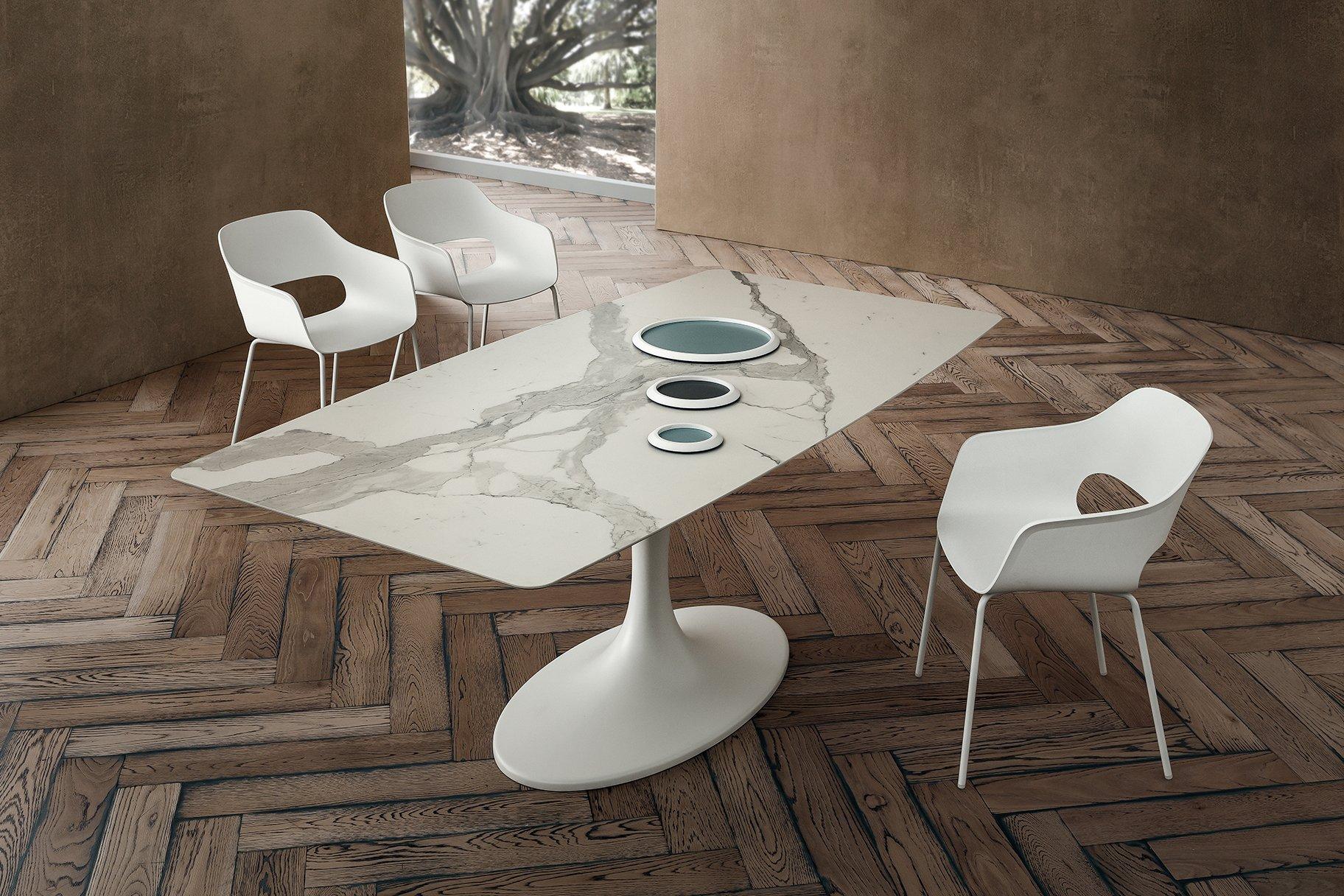 Tavolo moderno in marmo Ruud con piano in Laminam Bianco