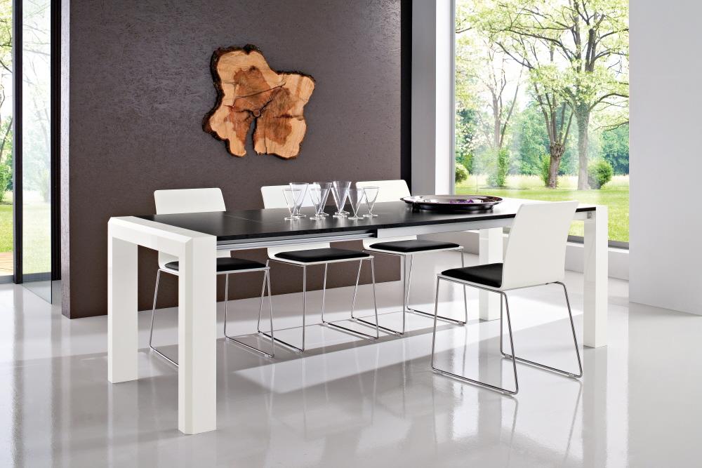 Tavoli allungabili moderni con base legno piani vetro legno for Piani di capannone moderni