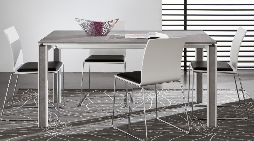 Tavoli allungabili moderni con base legno piani vetro legno