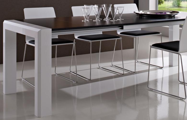 Arredamento casa tavolo allungabile arredamento casa for Sconti arredamento casa