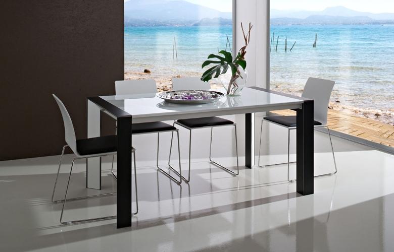 Arredamento casa arredamento per la casa tavolo for Arredamento casa con la a